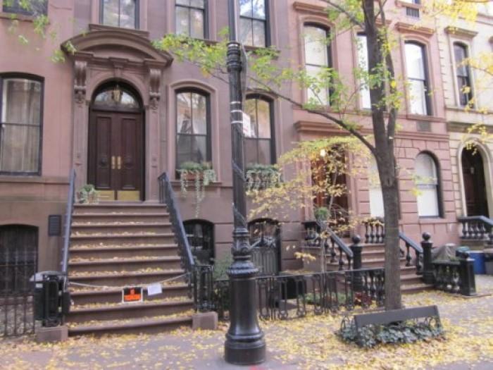 Jak mieszka a carrie bradshaw mieszkaniowe inspiracje - Casas en nueva york ...