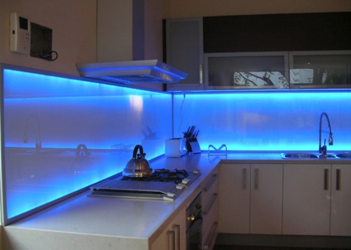 brilliant-led-lighted-backsplash