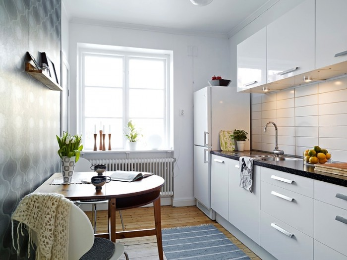 white-small-apartment-kitchen-700x525