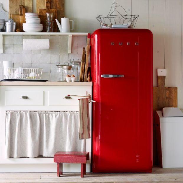 Tiny Kitchen Brands Llc: I Ona Cała W Jeansie- Lodówki Smeg