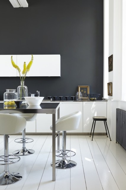 dark-grey-kitchen-by-little-greene-lamp-black-and-loft-white--466x700