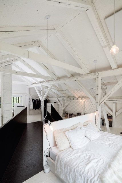 Remodelled-Barn-in-Black-and-White_9